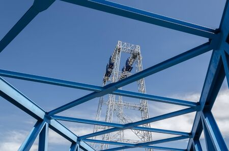GANTRY - A large industrial device for carrying heavy loads on the yard