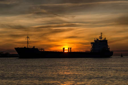 SUNSET OVER THE SHIP - Seascape in a romantic evening 版權商用圖片