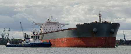 BULK CARRIER - A merchant vessel sails from port on a cruise to the sea 版權商用圖片