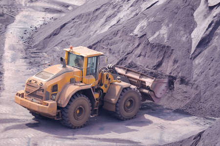 WHEEL LOADER - Operation of the machine in the storage yard with fossil minerals