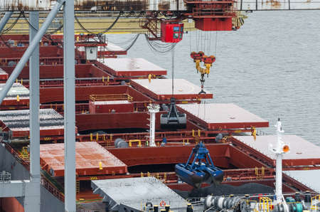 BULK CARRIER - Loading of a ship with coal in a seaport Standard-Bild