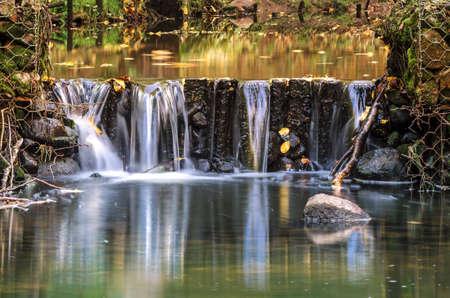 CASCADE - Forest stream in the autumn landscape 免版税图像