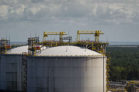 LNG TANKS - Natural gas transshipment and storage terminal
