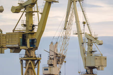 PORT AND SHIPYARD CRANES - Tools for work in a seaport