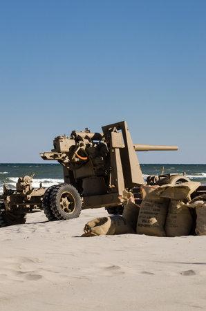 KOLOBRZEG, WEST POMERANIAN - POLAND - The iconic German cannon 8,8cm flack from Second World War in sea beach 新闻类图片