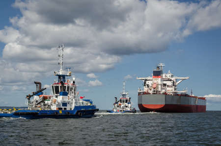 BULK CARRIER - The ship sails to sea with assistance of tugs