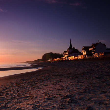 DAWN AT THE SEASIDE - Sunrise, beach and resorts in the countryside Standard-Bild