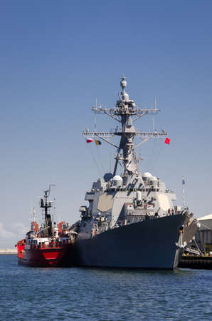 WARSHIP - US Navy guided missile destroyer moored at the seaport wharf 版權商用圖片