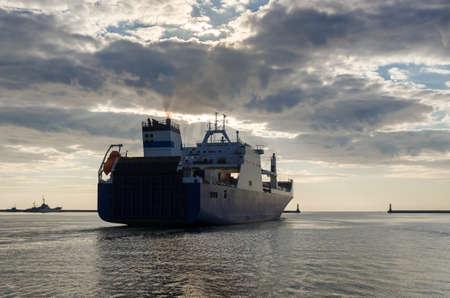 MERCHANT VESSEL - Ship sails from the seaport to sea Standard-Bild