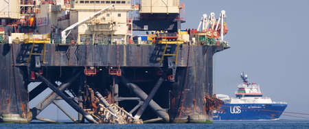 BALTIC SEA - POLAND - 2021: Pipe layer platform and offshore ship work at sea in the construction of a gas pipeline 新聞圖片