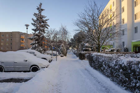 WINTER ATTACK IN THE CITY - A snow covered housing estate 版權商用圖片
