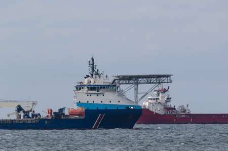 OFFSHORE SHIPS - Platform supply vessels at sea 版權商用圖片
