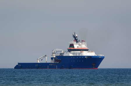 OFFSHORE SHIP - Platform supply vessel at sea 版權商用圖片