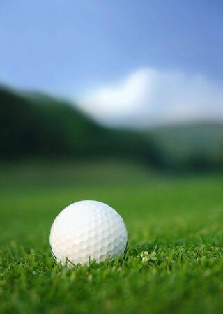 Golfbal in het midden van de vaarweg
