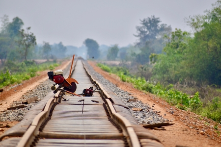 Bamboo train tracks under (re)construction (Battambang, Cambodia) Standard-Bild
