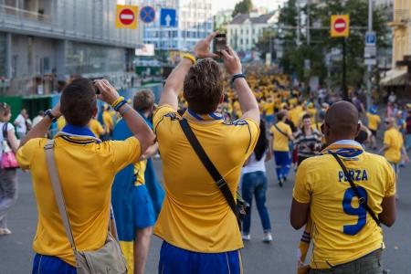 Kiew, Ukraine, 11. Juni. Die Fans der schwedischen Nationalmannschaft vor dem Spiel der Europameisterschaft zwischen Schweden und der Ukraine in Kiew, Ukraine 11. Juni 2012.