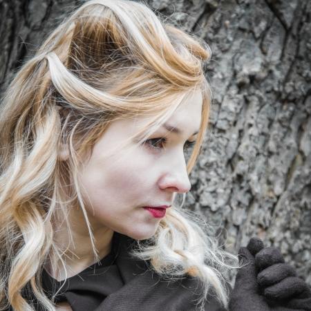 Getönten Porträt der jungen Frau im Profil