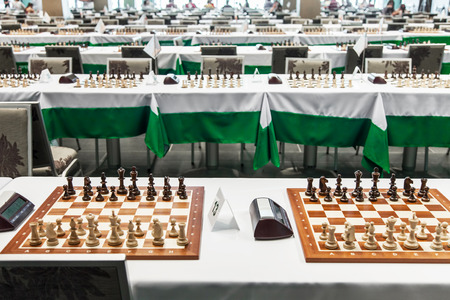 Chess board with figures before starting chess tournament Foto de archivo