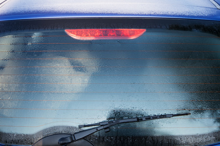Frozen rear window of the car is covered with ice Standard-Bild