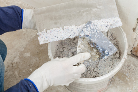 Plastering of walls decorative mineral plaster with a spatula Imagens