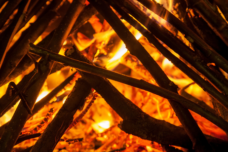 Background of smoldering wood in a fireplace closeup 免版税图像