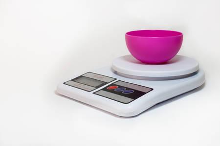 empty bowl: Digital kitchen scale with empty bowl