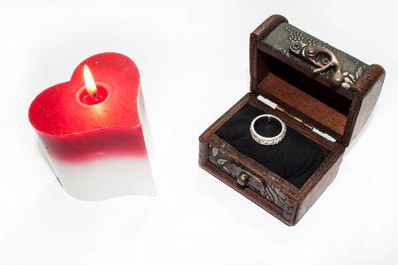 bougie coeur: bougie coeur bague de fian�ailles dans le coffre en bois