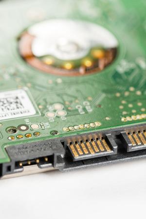 disco duro: Closeup macro electronic sata lap top hard disc device with selective focus. Foto de archivo