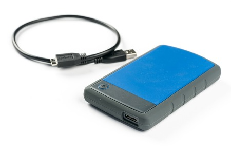 publicidad exterior: Disco duro externo del disco duro del usb con el cable del usb aislado sobre el fondo blanco. Foto de archivo