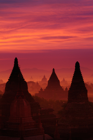 Twilight sky in thousand pagodas of Bagan, Myanmar. Stok Fotoğraf - 111359131