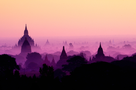 Twilight sky in thousand pagodas of Bagan, Myanmar. Stok Fotoğraf - 111359133