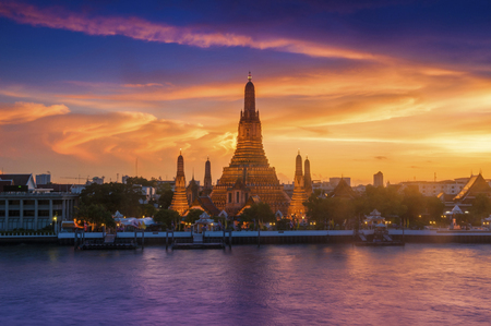Wat Arun Chao Phraya River Sunset The sky is beautiful. Stok Fotoğraf