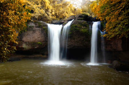 Haew Suwat Waterfall leaf color change Khao Yai National Park Thailand. Standard-Bild