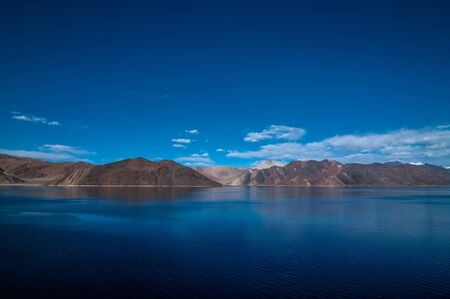View of Lake Pangong with beautiful mountains in blue sky and reflection. Leh Ladakh, India Stok Fotoğraf - 133457082