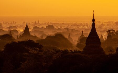 Amazing sunrise with the ancient architecture of a thousand Pagodas in Bagan Kingdom, Myanmar Stok Fotoğraf - 133463203