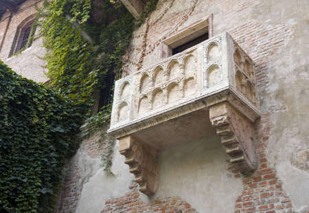 romeo and juliet: The balcony of Romeo and Juliet in Verona, Italy