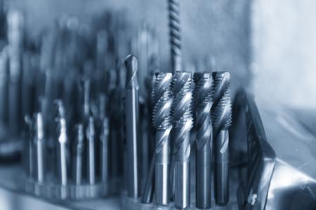 Het tapsgereedschap voor CNC freesmachine in blauwe scène