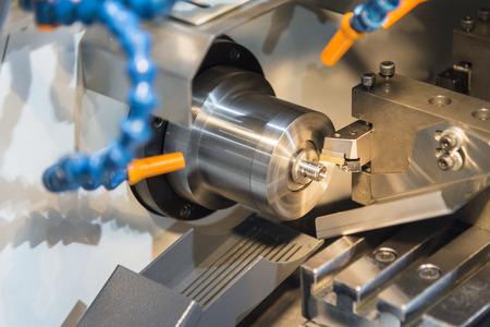 Multi-function CNC draaibank machine snijden het kleine deel .Hi technologie productie Stockfoto