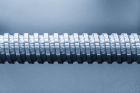 Close-up van de onderdelen van de spindel van de CNC-machine. Het hoge precisie-gedeelte van het productieproces van de CNC-machine. Stockfoto