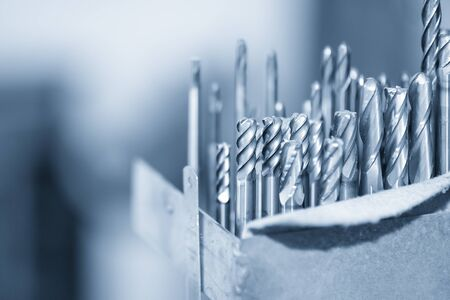 The various type cutting tools of CNC machine on the stock shelf in the tool room. The set of CNC cutting tool , solid ball ,bull or radius ,flat or square, tapping endmill tools in the holder. Imagens