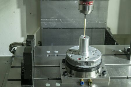The Coordinate Measuring machine ,CMM probe attached on the vertical CNC milling machine .The quality control in mold and die parts manufacturing process by CMM probe. Imagens