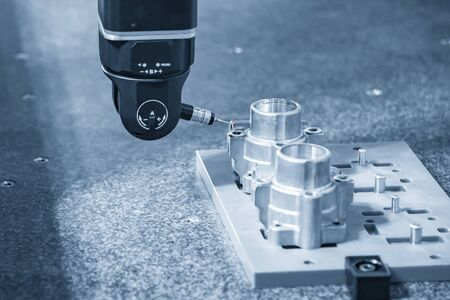 The multi-axis,CMM probe  measure dimension of the aluminium casting parts .The quality control in automotive  parts manufacturing process by multi-axis CMM machine. Banco de Imagens