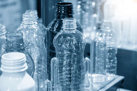 The PET bottles sample collection in the drinking water factory. The hi-technology of plastic bottle manufacturing process. Foto de archivo
