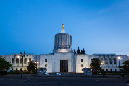 state of oregon: The Capitol of Oregon in Salem at night