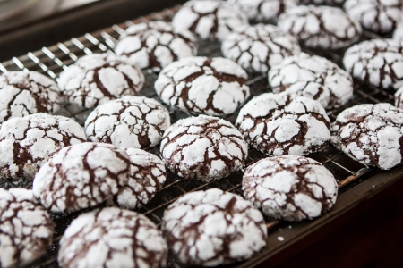crackle: Baking traditional home made chocolate crackle cookies
