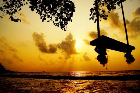 silhouet swing op het strand Stockfoto