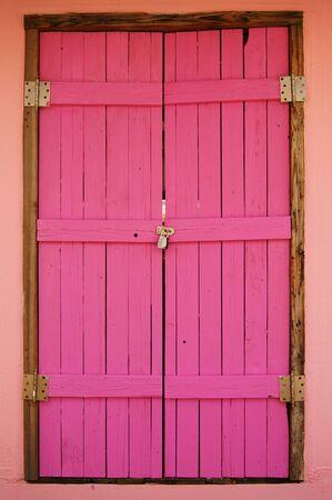 Houten Roze deur was afgesloten door de combinatie Lock