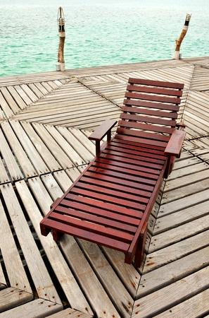Houten Chaise Longue On The Dock Stockfoto