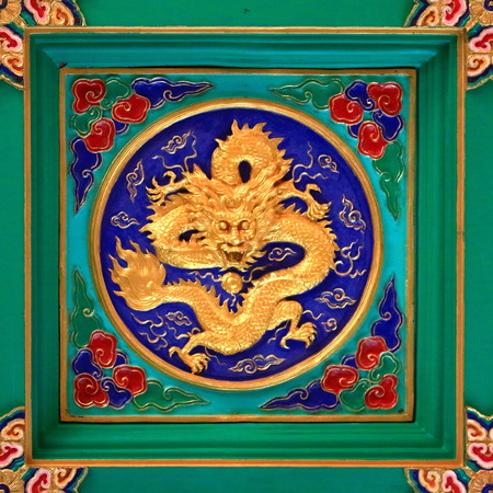 lordly: Carved figures of golden dragon