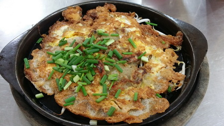 Oysters fried hot pan and sprinkle with green onions